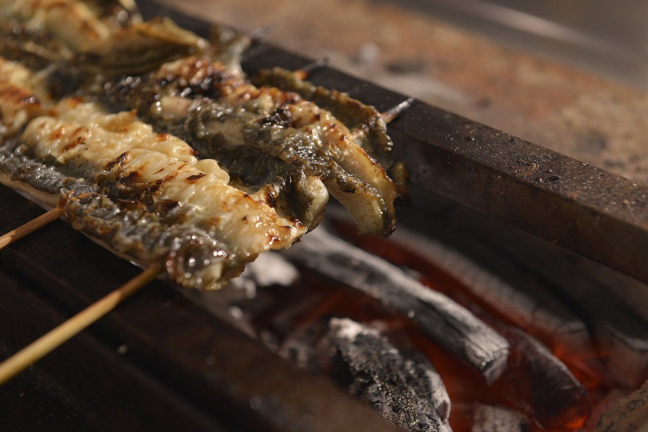 燒烤頂級活鰻。圖/大漁餐飲提供