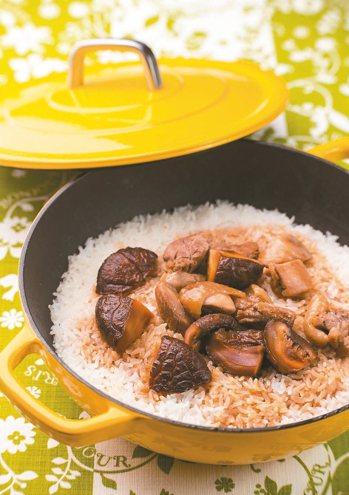 香菇滑雞煲仔飯 圖/摘自橘子文化出版《健康好生活!用鑄鐵鍋做出的美