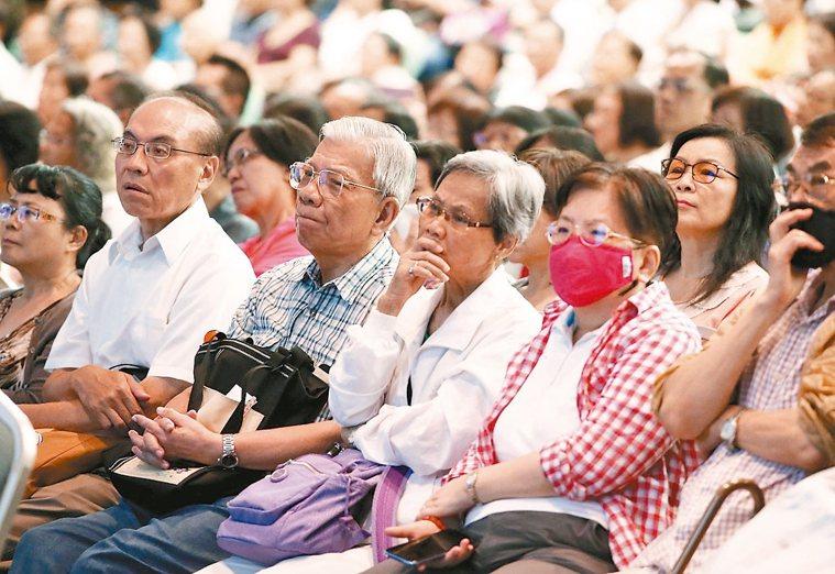 根據統計,國內65歲以上的長者,12%罹患黃斑部病變,這是老年人視力不良的第...