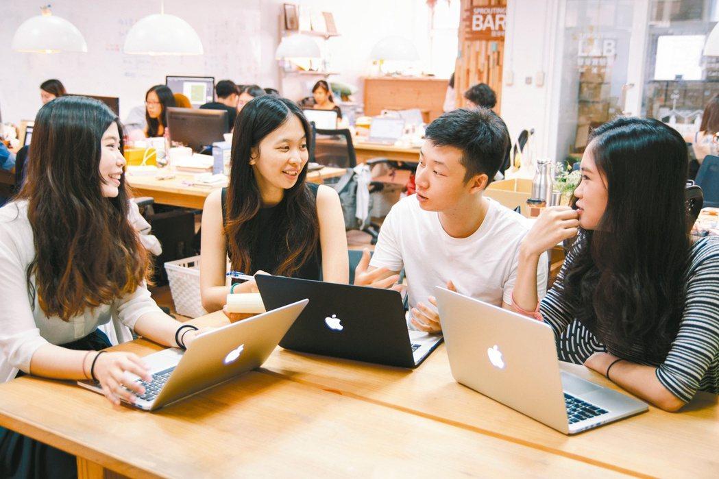 現代人工作時間往往占了生活中絕大部分,但八年級的職場新鮮人多希望能夠找到一個理念...
