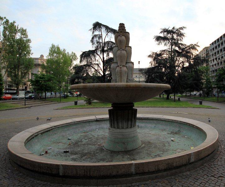 南歐各國連日遭熱浪侵襲,許多噴泉因為嚴重缺水而停止運作。(photo by Wi...