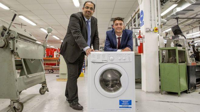 英國諾丁漢特倫特大學團隊研發一款環保洗衣機,用可裝水塑料容器取代傳統洗衣機中的混...
