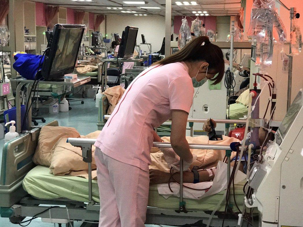 台灣洗腎人口超過7萬人,無論是洗腎盛行率或發生率都是世界第一。圖/李綜合醫院提供