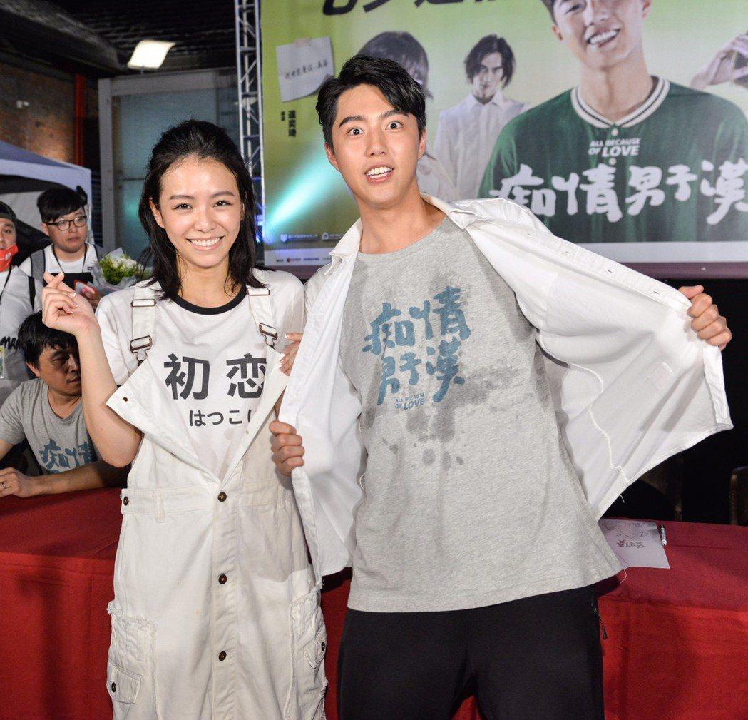 宋芸樺(左)現身力挺師弟蔡凡熙。圖/牽猴子提供