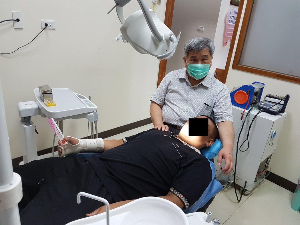 網友投訴家中老人前往牙科植牙製作牙模時,差點嗆死。(圖為情境與新聞內容無關)