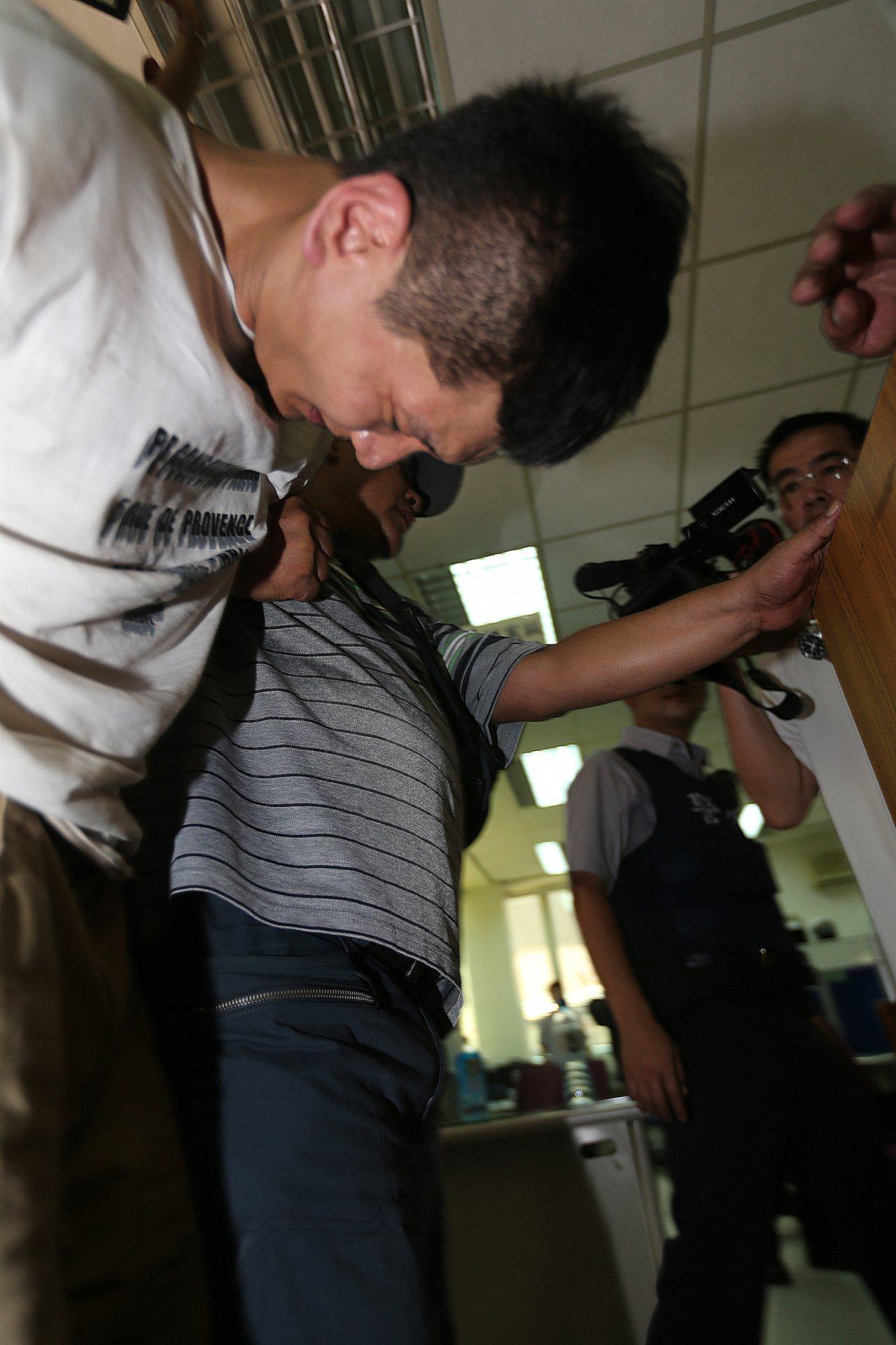 警方在中午左右查獲侵入民進黨中央黨部行竊的韓國籍慣竊趙準基(譯音,CHO JUN...
