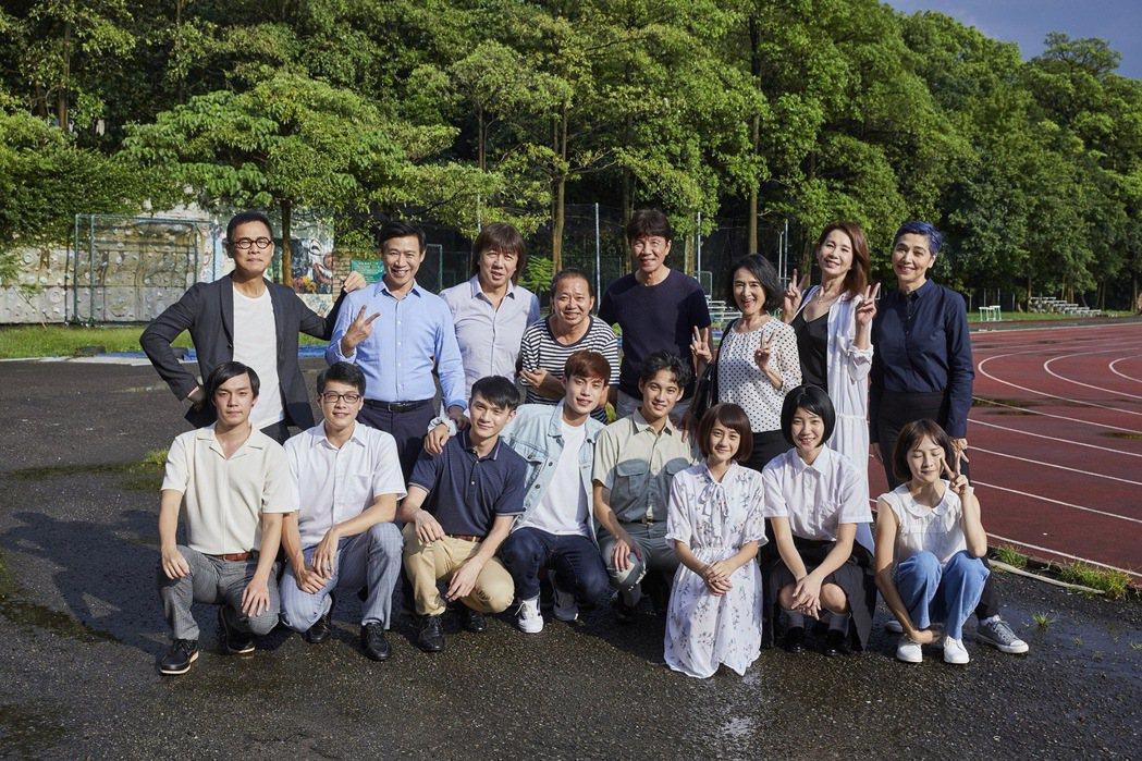 羅大佑「同學會」MV請來許多演藝圈資深藝人拍攝。圖/種子音樂提供