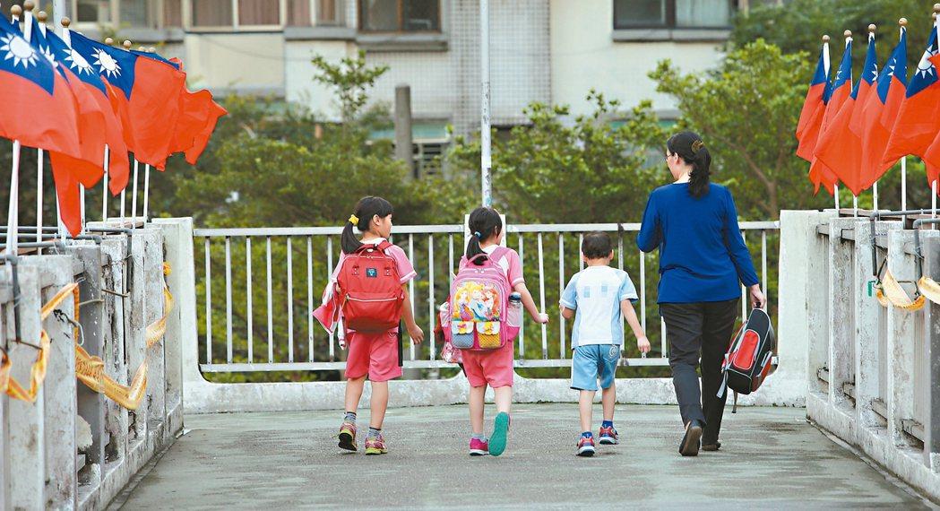 台灣少子化,家長被賦予吃重角色,學者建議及早放手。 本報資料照片