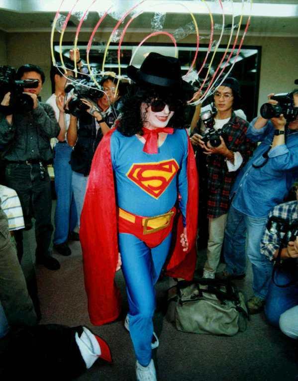 台北市長陳水扁任內變裝經典作,集超人、宋七力和麥克傑克森於一身。 聯合報系資料照