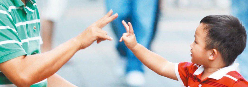 兒福聯盟公布2017年台灣兒少父子關係調查顯示,幼時父子互動多的孩子,長大後與爸...
