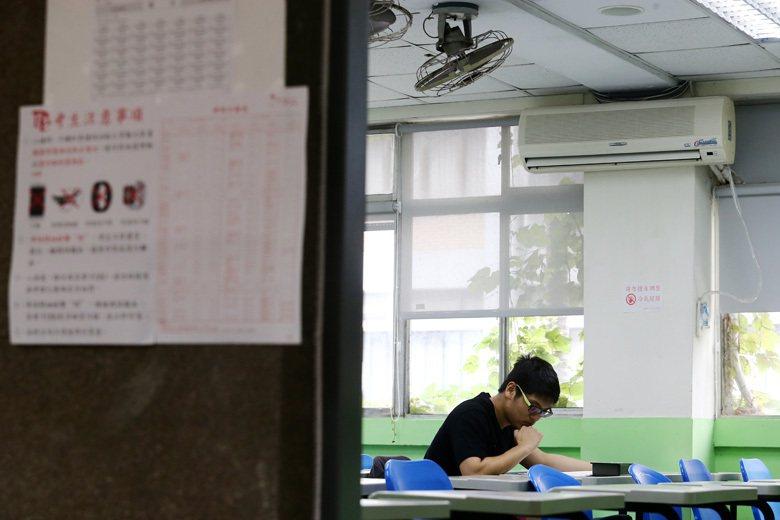 面臨各大專校院生源競逐,最終權重設定一定有學校非「專業」考量,而是「搶學生」考量...