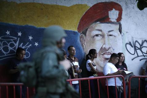 過去一年,國內外媒體每遇委內瑞拉,都先套標「經濟崩潰」,以及「修憲獨裁」,但政經...