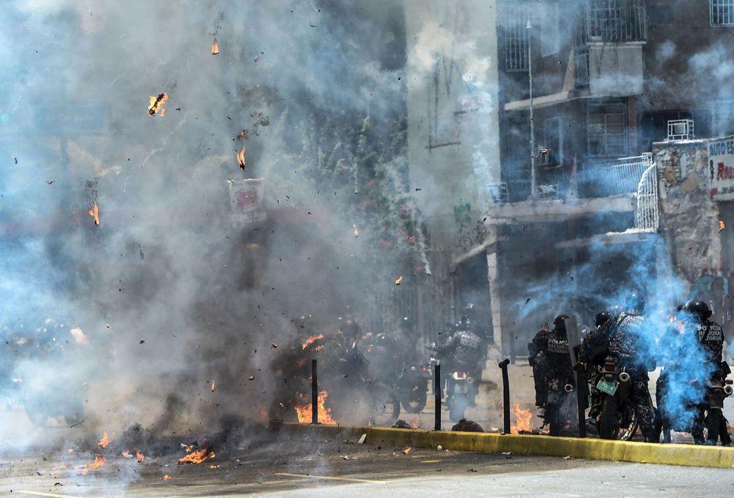 於是在7月16日投票日當天,街頭暴動就造成14人死亡。 圖/法新社