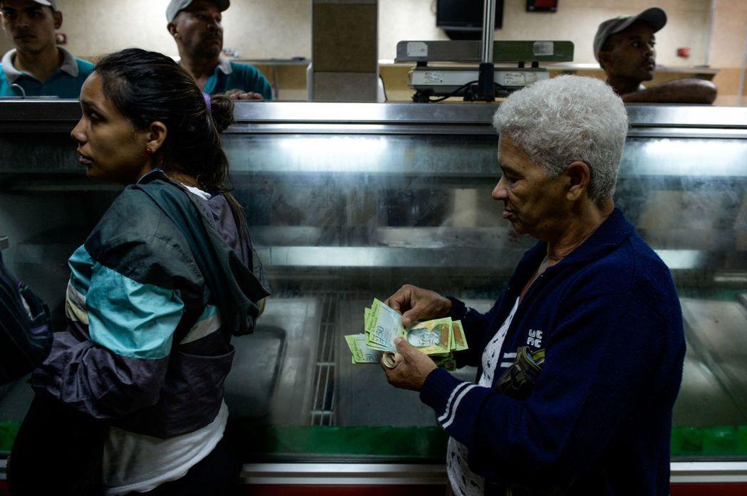 政局動盪委內瑞拉,導致委幣(bolivar)幣值暴貶,通貨膨脹高速攀升。 圖...