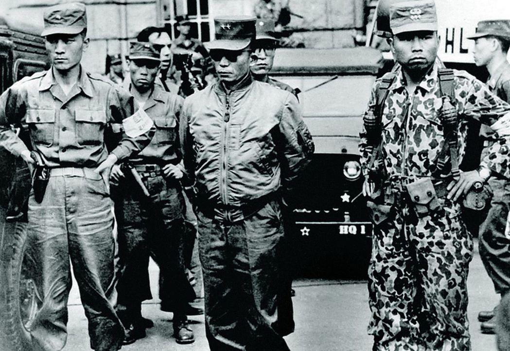 朴正熙(中)在1961年五一六事變後掌握政治大權。 圖/維基共享
