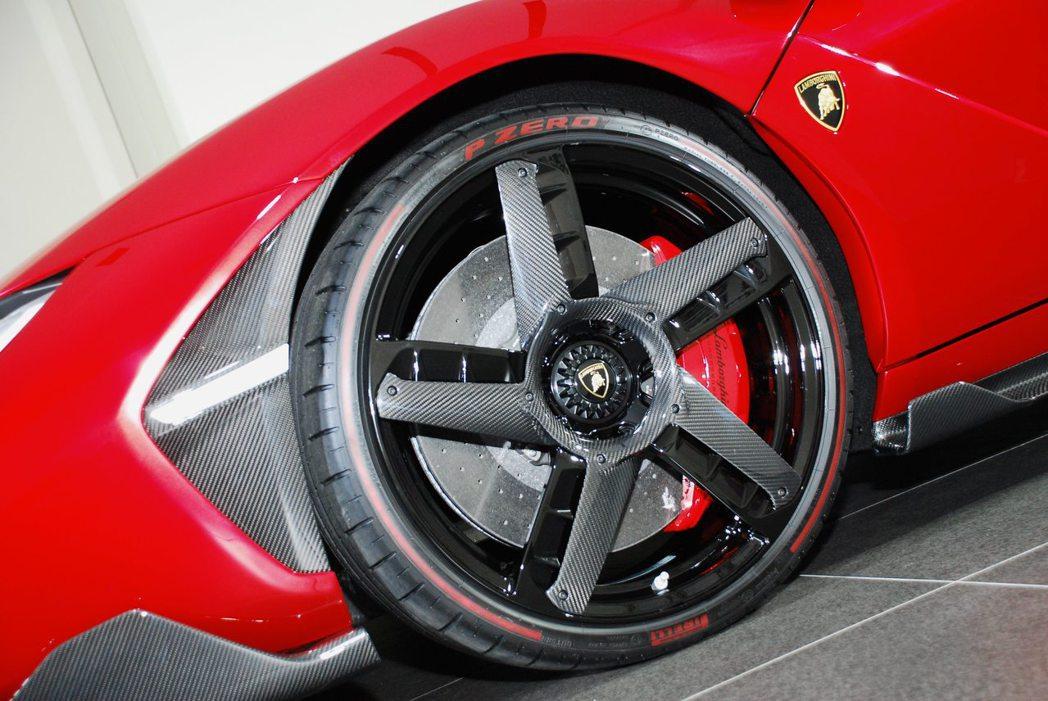 Lamborghini Centenario LP 770-4前20吋輪圈。記者林昱丞/攝影