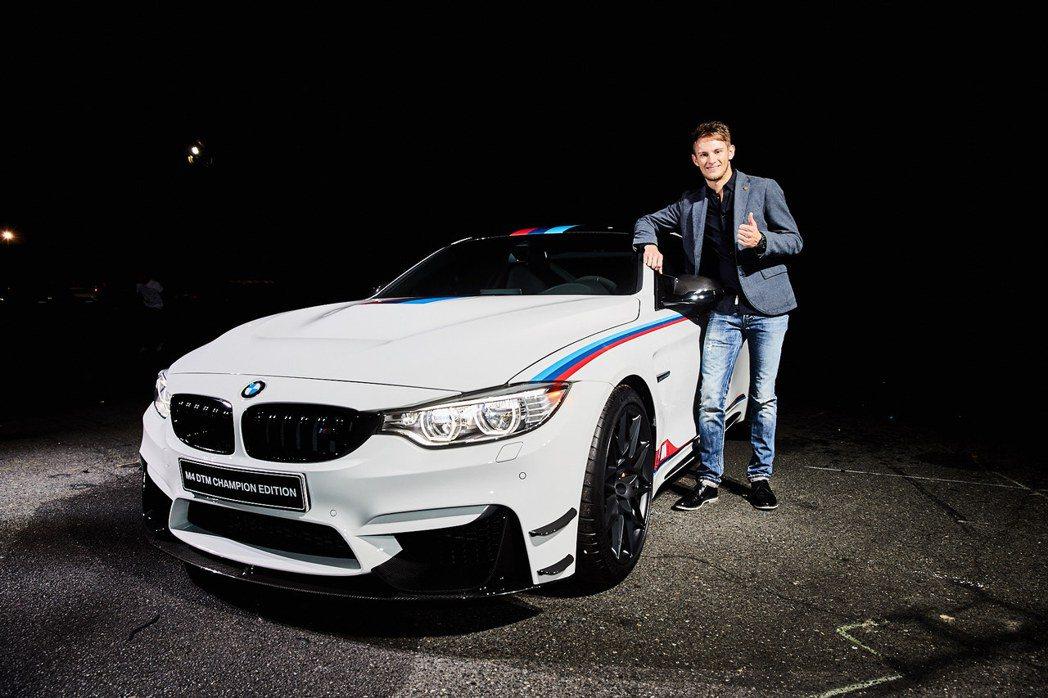BMW德國籍賽車手Marco Wittmann與全球限量僅200輛的BMW M4 DTM Champion Edition。 圖/汎德提供
