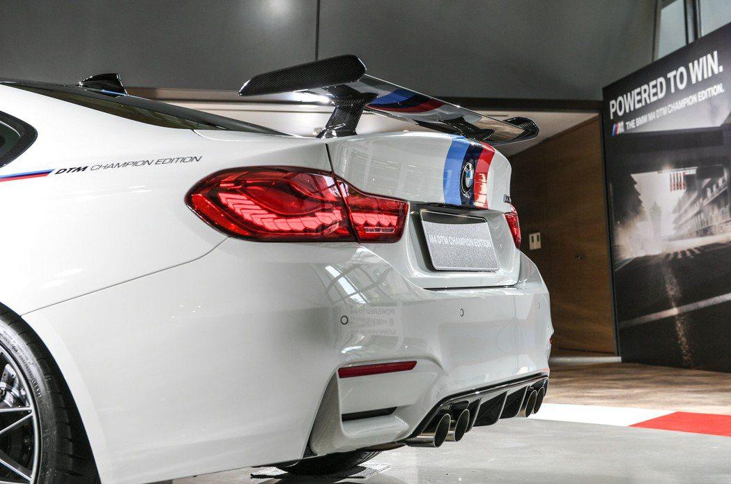 BMW M4 DTM Champion Edition搭載M款碳纖維後擾流翼。 圖/汎德提供