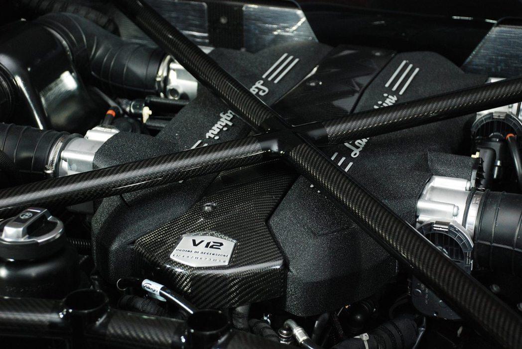 6.5L V12汽缸自然進氣汽油引擎。記者林昱丞/攝影
