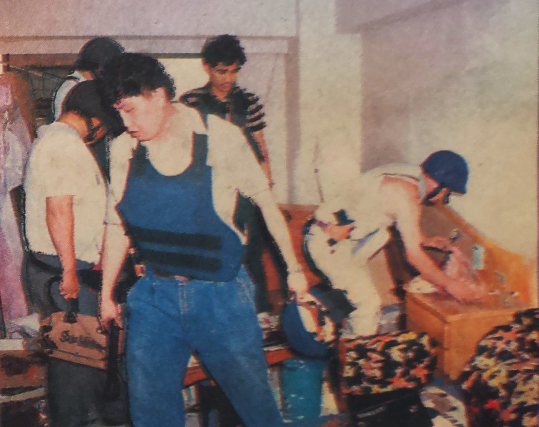 槍戰後,警方進屋搜索,發現憨賢已中彈死亡。 圖/本報資料照片