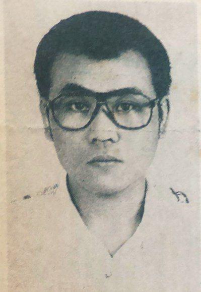 25年前在高雄警匪槍戰中,向警方丟手榴彈的槍擊犯「憨賢」許俊賢。 記者林保光/翻...