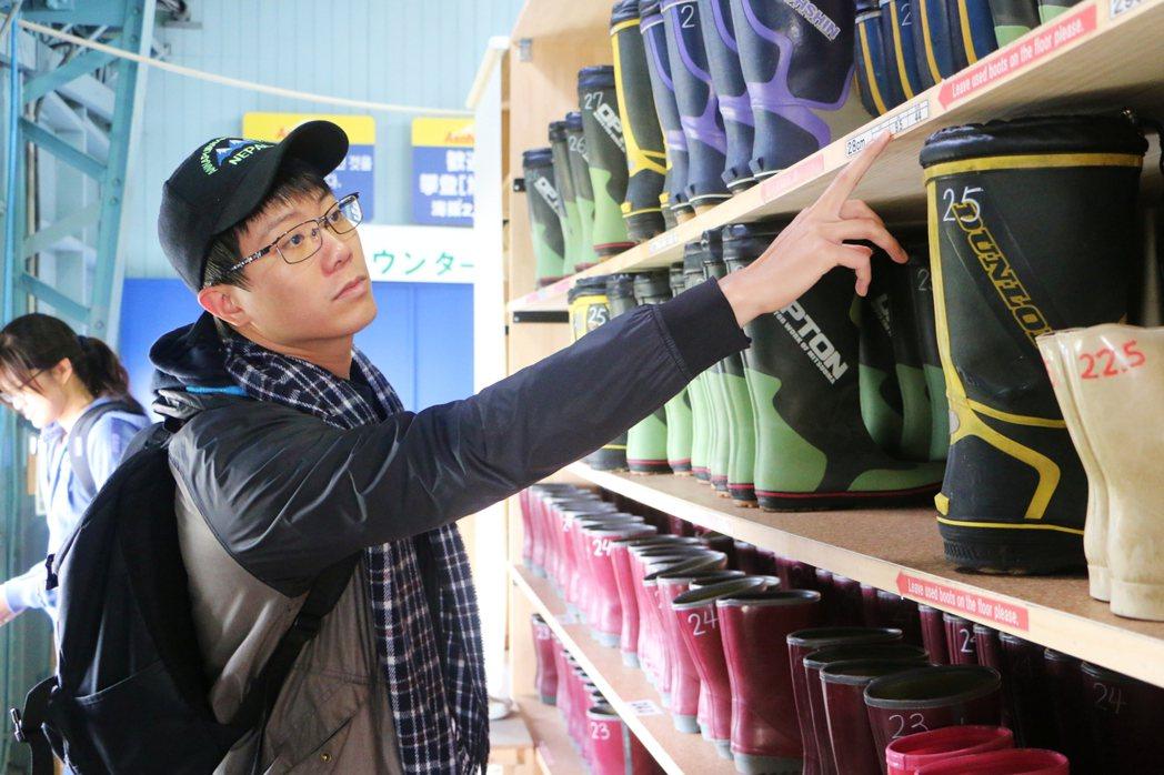 在纜車站可租借適合於雪地行走的長靴,每雙日幣300元。記者沈佩臻/攝影