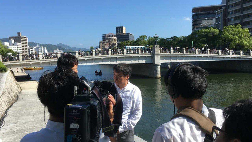 片渕導演介紹電影中廣島場景。圖/Genco提供