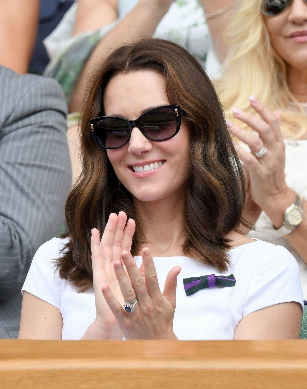 市售太陽眼鏡除了保護眼睛,也是一種流行時尚,但醫師提醒別選到藍色鏡片,否則更傷眼...