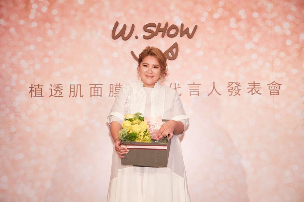 小禎會把活動上的花藝禮盒送給胡瓜。圖/W.SHOW提供