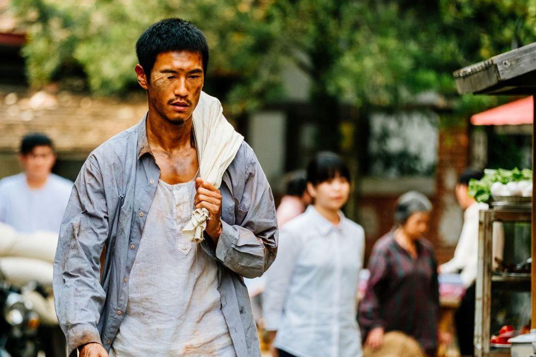 鍾承翰在「五味八珍的歲月」中扮相邋遢。圖/台視提供