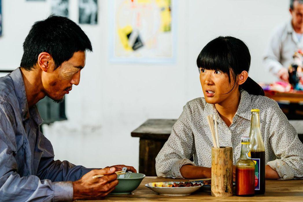 鍾承翰(左)與孫可芳在「五味八珍的歲月」中的演出受觀眾討論。圖/台視提供