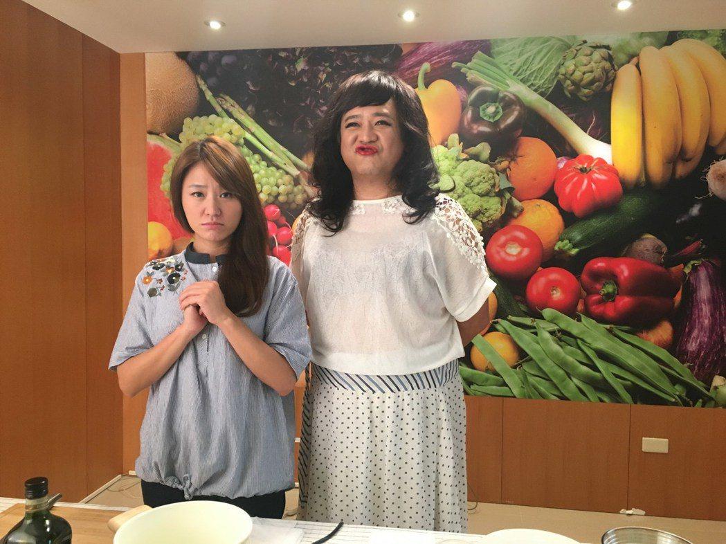海裕芬拍「咕咾小姐」MV,導演瞿友寧犧牲色相扮女裝力挺。圖/海芬工作室提供