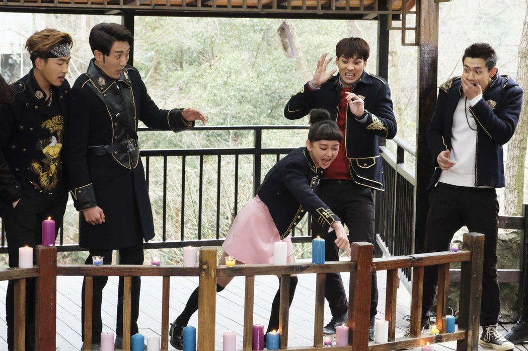 鍾羽(中)在「終極三國」中破口大罵。圖/可米提供