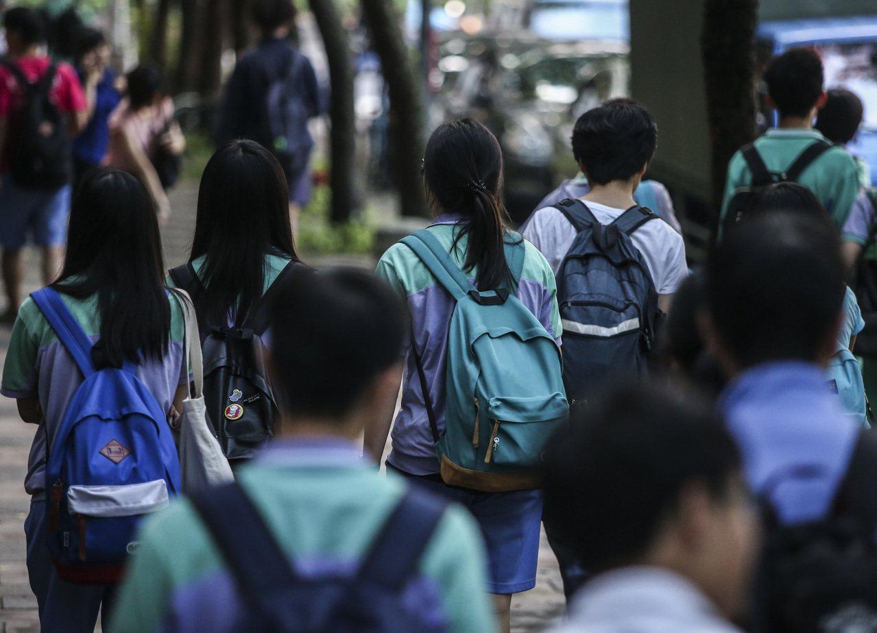 中學生放學。聯合報系資料照/記者楊萬雲攝影