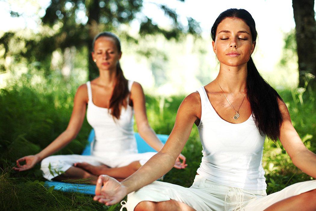 如何練習靜?大家耳熟能詳的呼吸練習,包括腹式呼吸、打禪、打坐、盤腿都可以。 圖片...