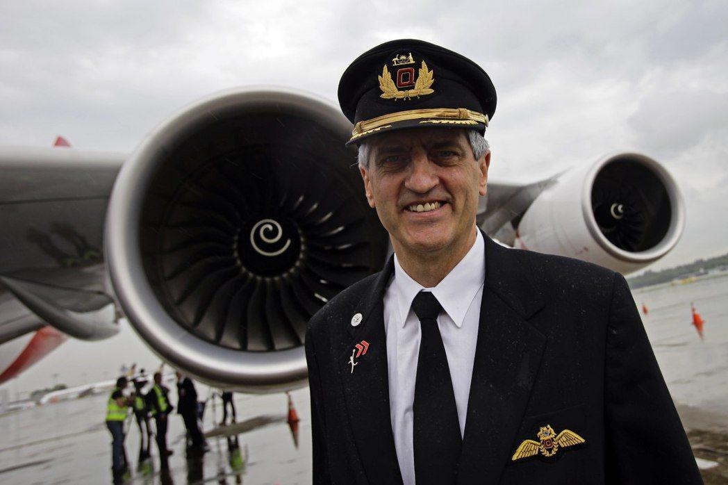 航空公司通常必須為每架飛機聘用10個機師。 路透