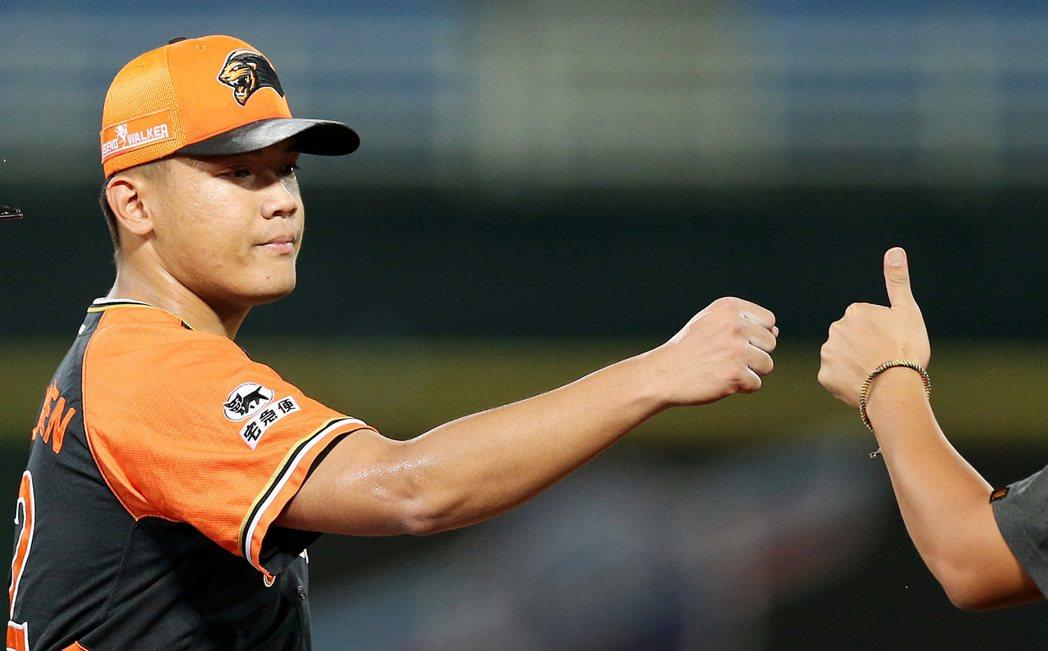中華職棒統一獅隊投手陳韻文經過兩年的磨練,現在投起球來更顯「霸氣」。 聯合報系資...