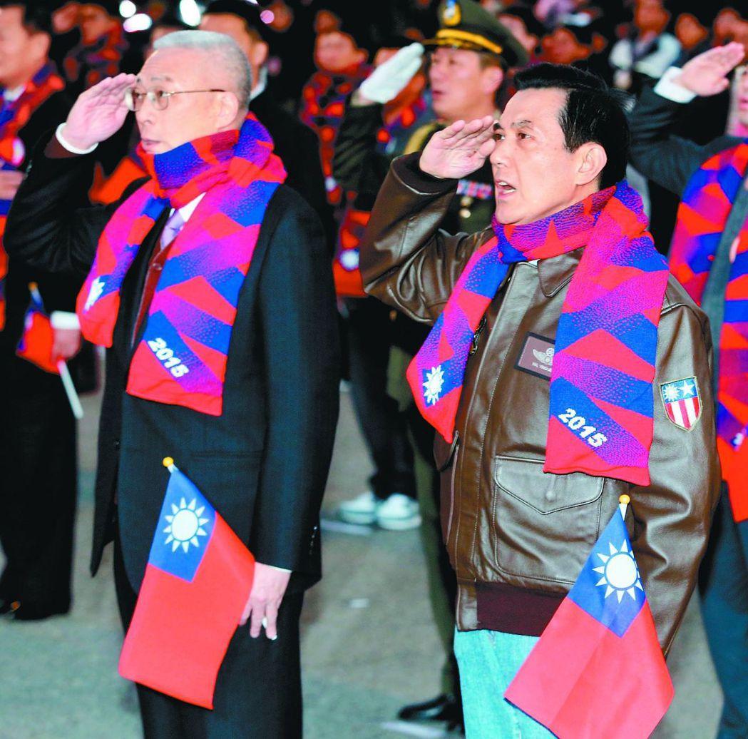 馬英九前總統曾穿復刻版A-2飛行外套出席升旗典禮。 報系資料照