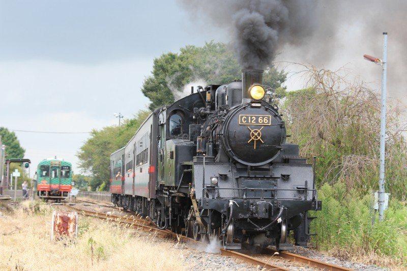 在外國,蒸汽火車動態保存被視為一種重要的文化資產。圖為日本真岡鐵道冒大煙的蒸汽火...