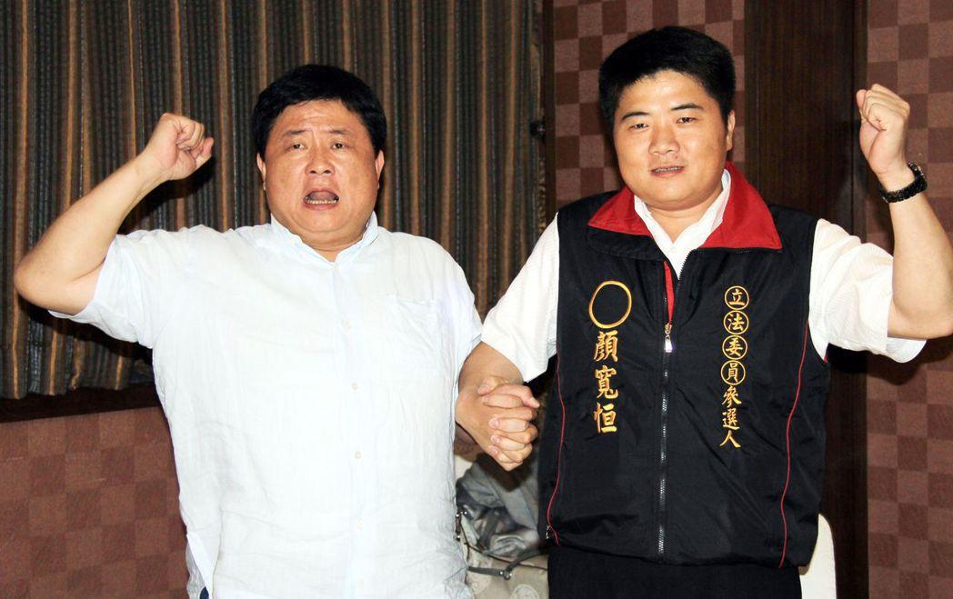 顏寬恒(右)競選立委時,顏清標不遺餘力幫他助選。報系資料照