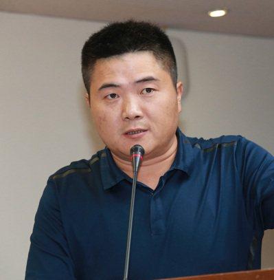 顏寬恒認為應參考香港對毒駕「零容忍」的標準,讓吸毒者不要再成為道路上的不定時炸彈...