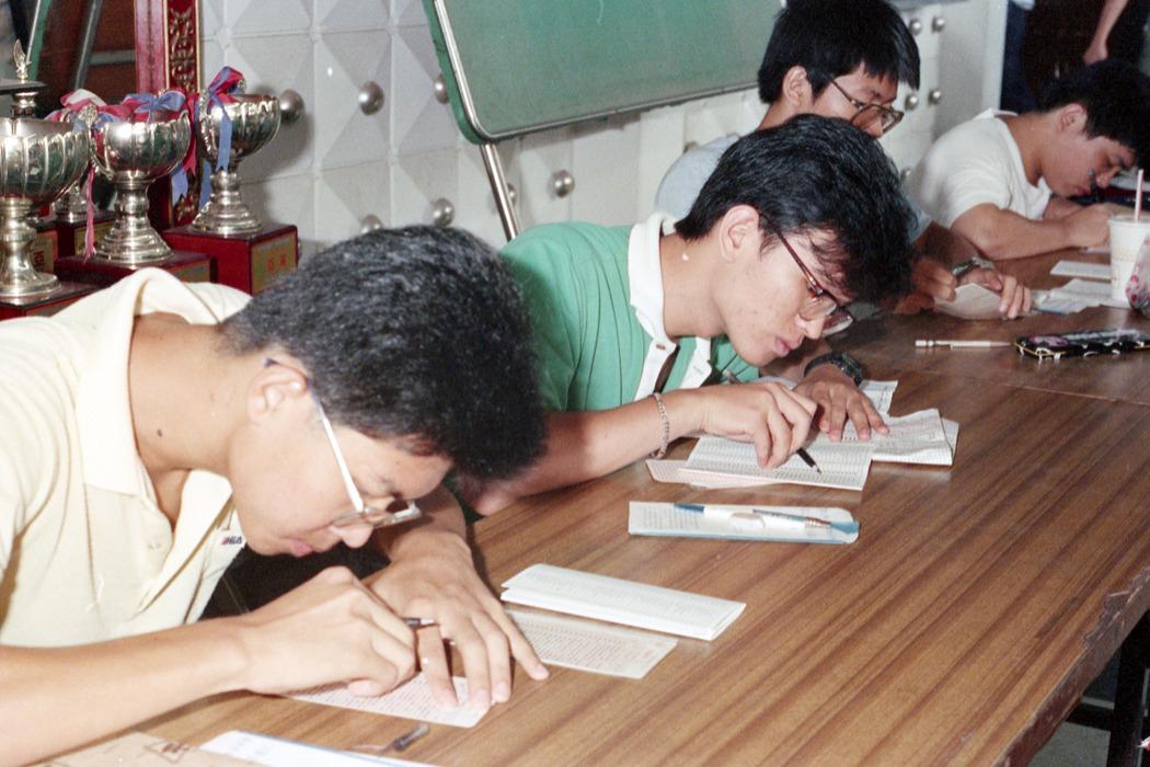 在求學的過程中,有想過放棄考大學嗎?