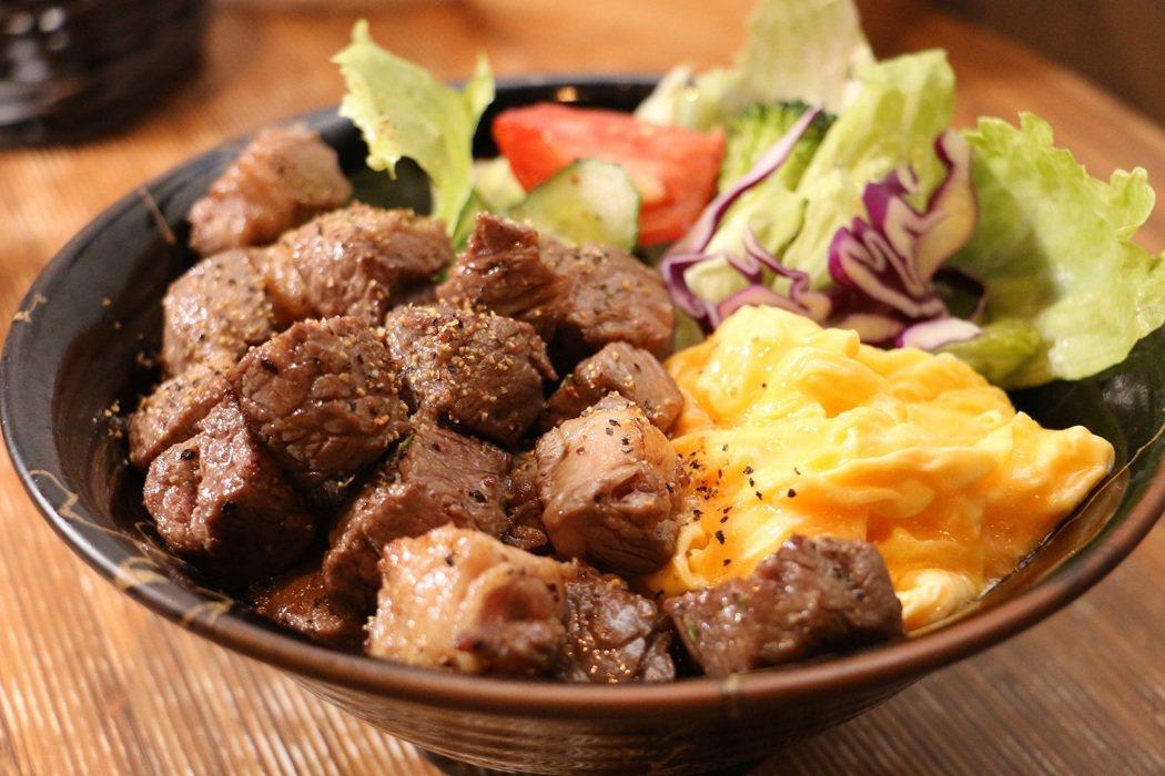 「一燒丼」的招牌燒肉丼,肉嫩入味,還無限供應益全香米飯。