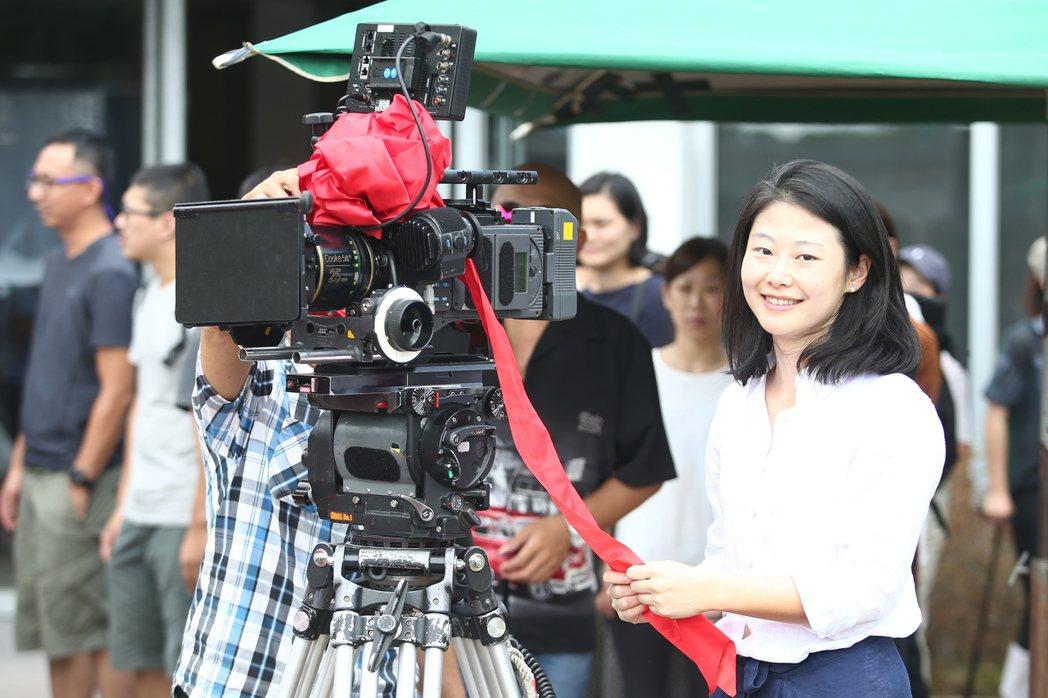 導演王希捷表示電影「買屋記」是一部以女性視角為出發的電影,一個母親為了幫助女兒買...
