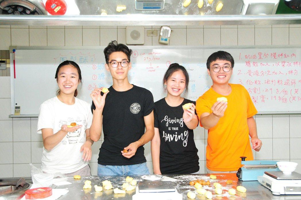 靜宜大學近日協助舉辦「2017海外華裔青年台灣觀摩團」,吸引許多世界各地的華裔青...