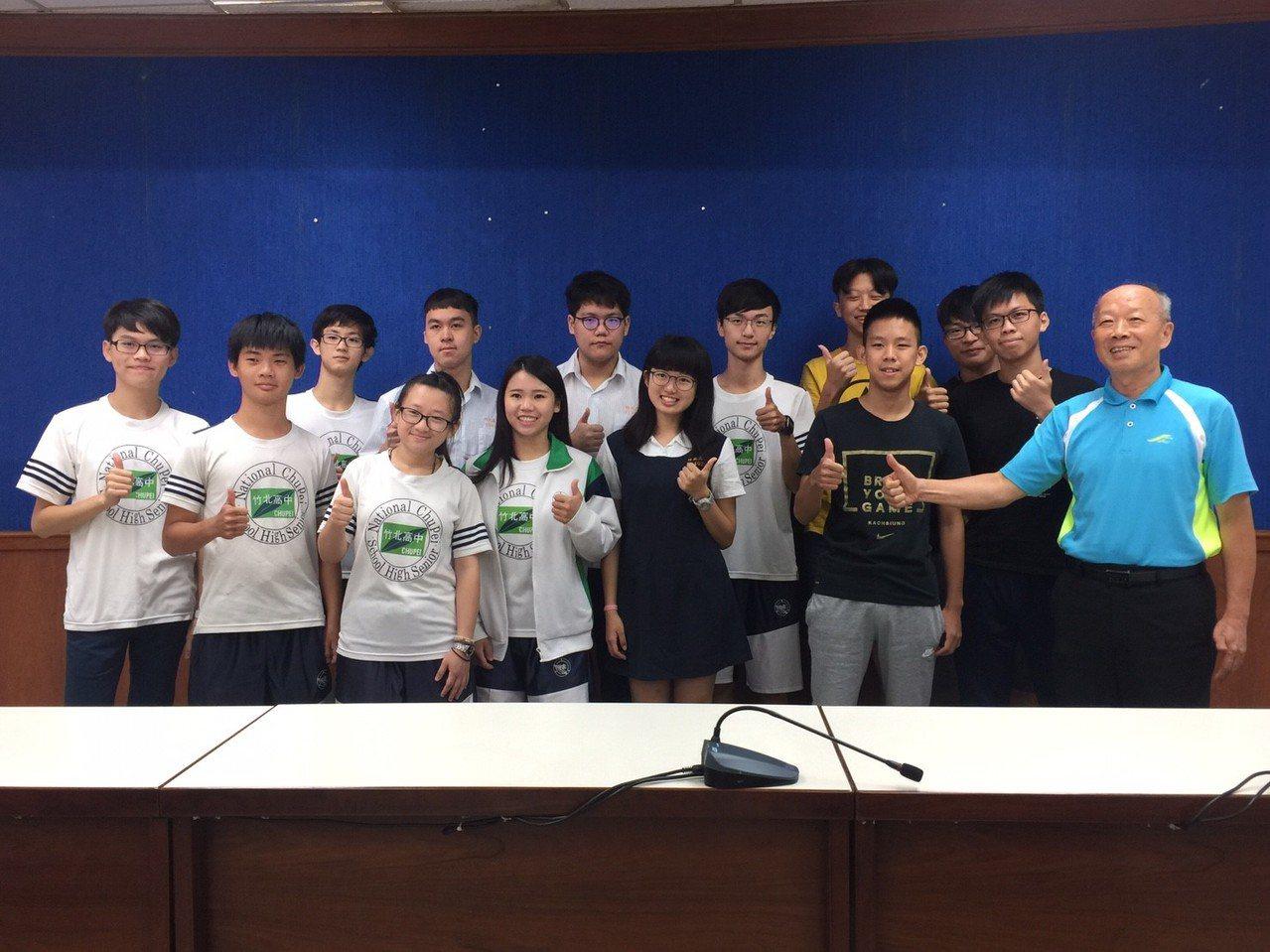 竹北高中此次報考指考人數達246人,共有133人考上國立大學,成績很好。記者郭宣...