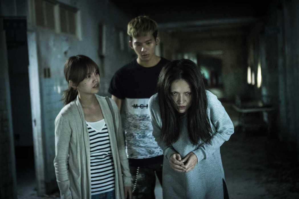 楊丞琳(左起)、吳念軒及楊丞琳在「紅衣小女孩2」裡經歷前所未有的恐怖事蹟。圖/威...