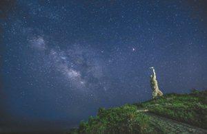 東極島登島第一人雕像。 鹿子