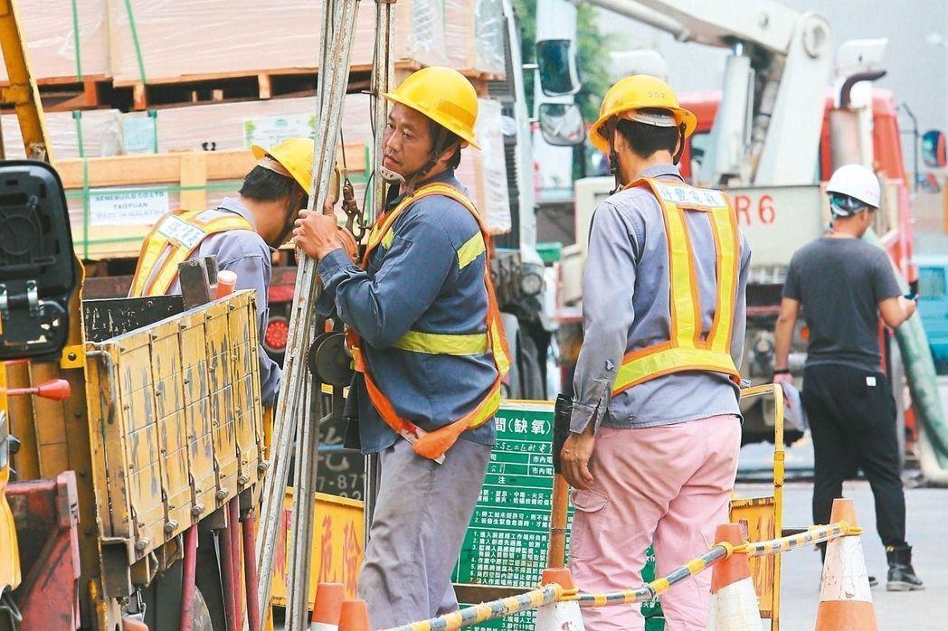 有3.3萬名勞工遲未請領勞退新制專戶裡的錢。 報系資料照