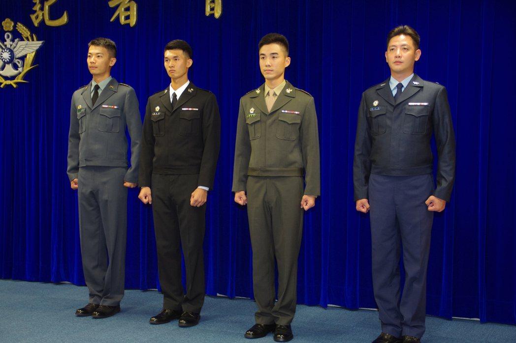 新款國軍冬季夾克,由左向右依序為陸軍、海軍、陸戰隊、空軍。 報系資料照